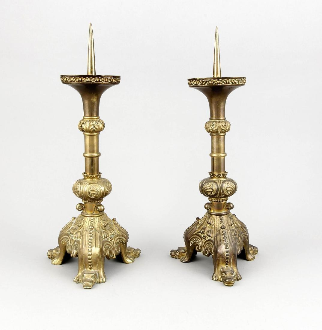 Paar Bronzeleuchter, England?, um 1900, dreipassiger