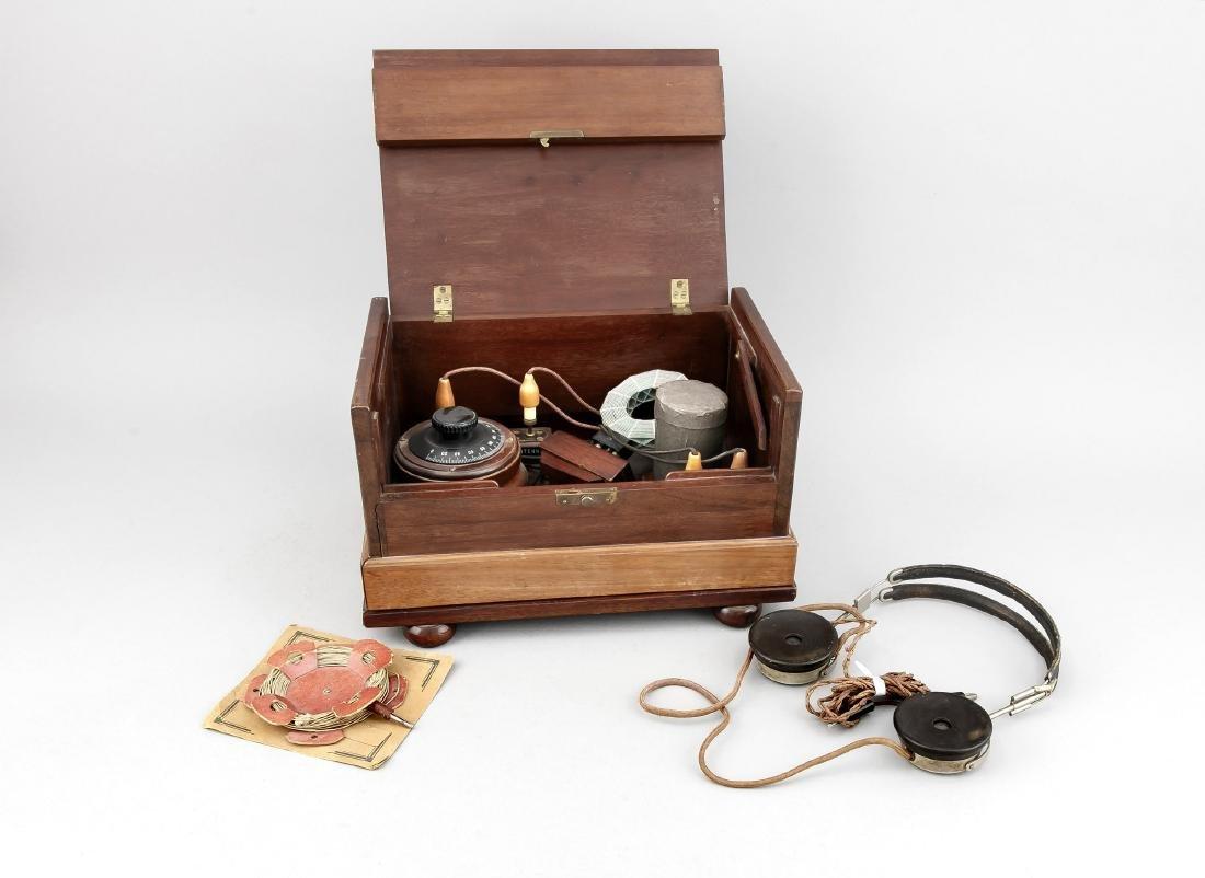 Detektorradio mit Kopfhöhrer, Deutschland, um 1925, in
