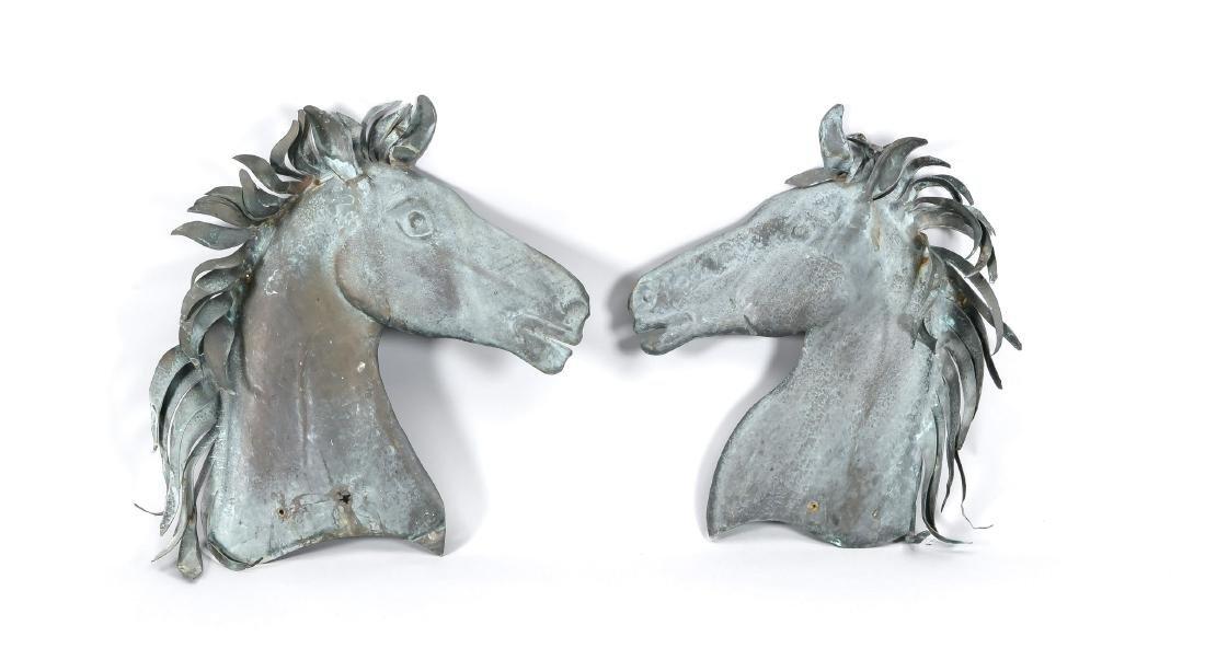 Paar Pferdenköpfe als Wandreliefs, 2. H. 20. Jh.,