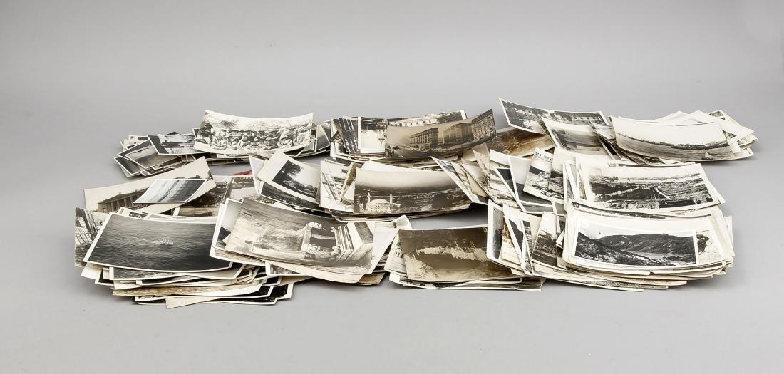 Großes Konvolut von 341 Schwarz-Weiß-Fotografien aus