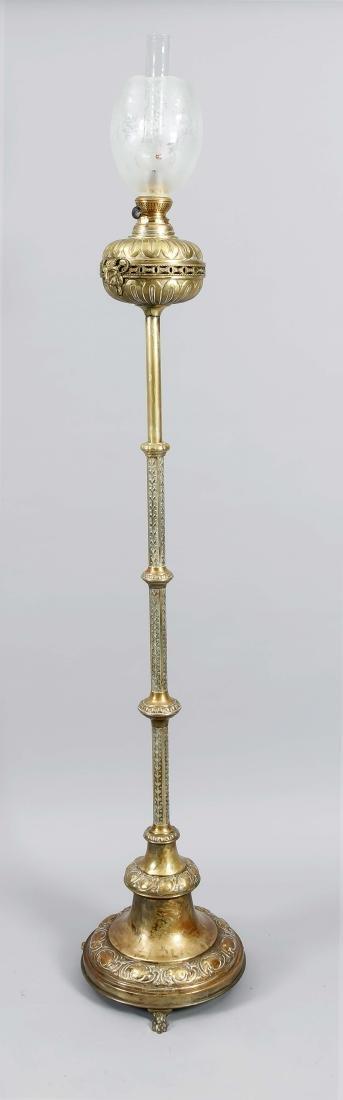 Große Standpetroleumlampe des 19. Jh., Messing,
