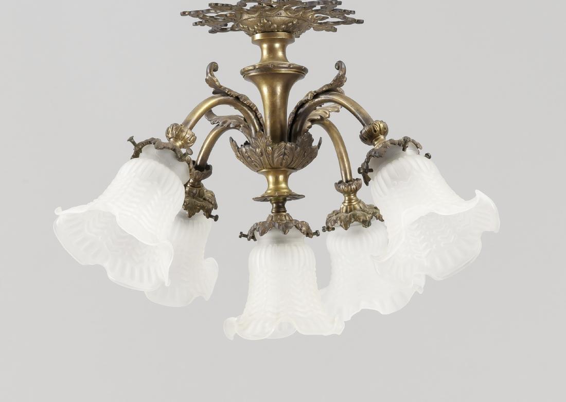Deckenlampe, 1. H. 20. Jh., elektr., 5-flg., Gelbguss,