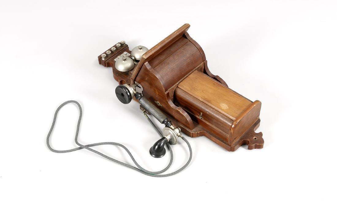 Historisches Wandtelefon Anfang 20. Jh., geschweiftes
