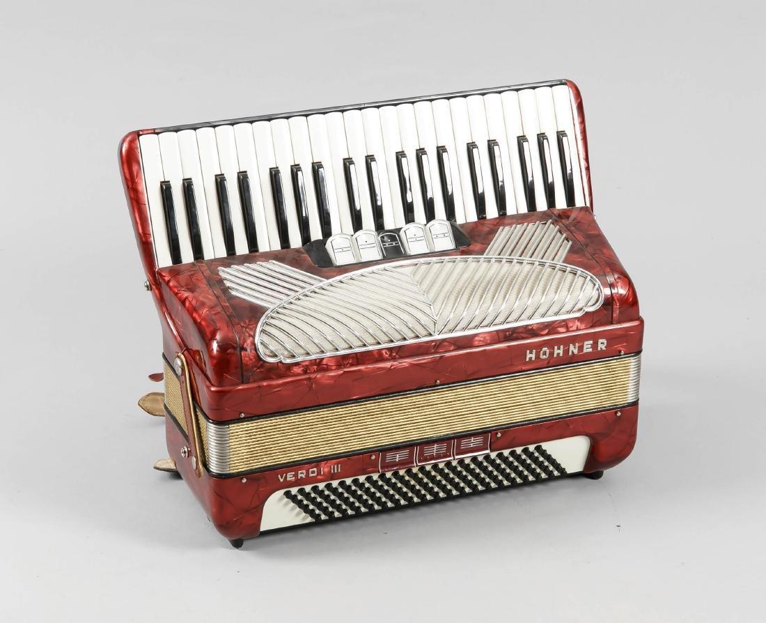 Hohner Verdi III Akkordeon, rotes Gehäuse mit
