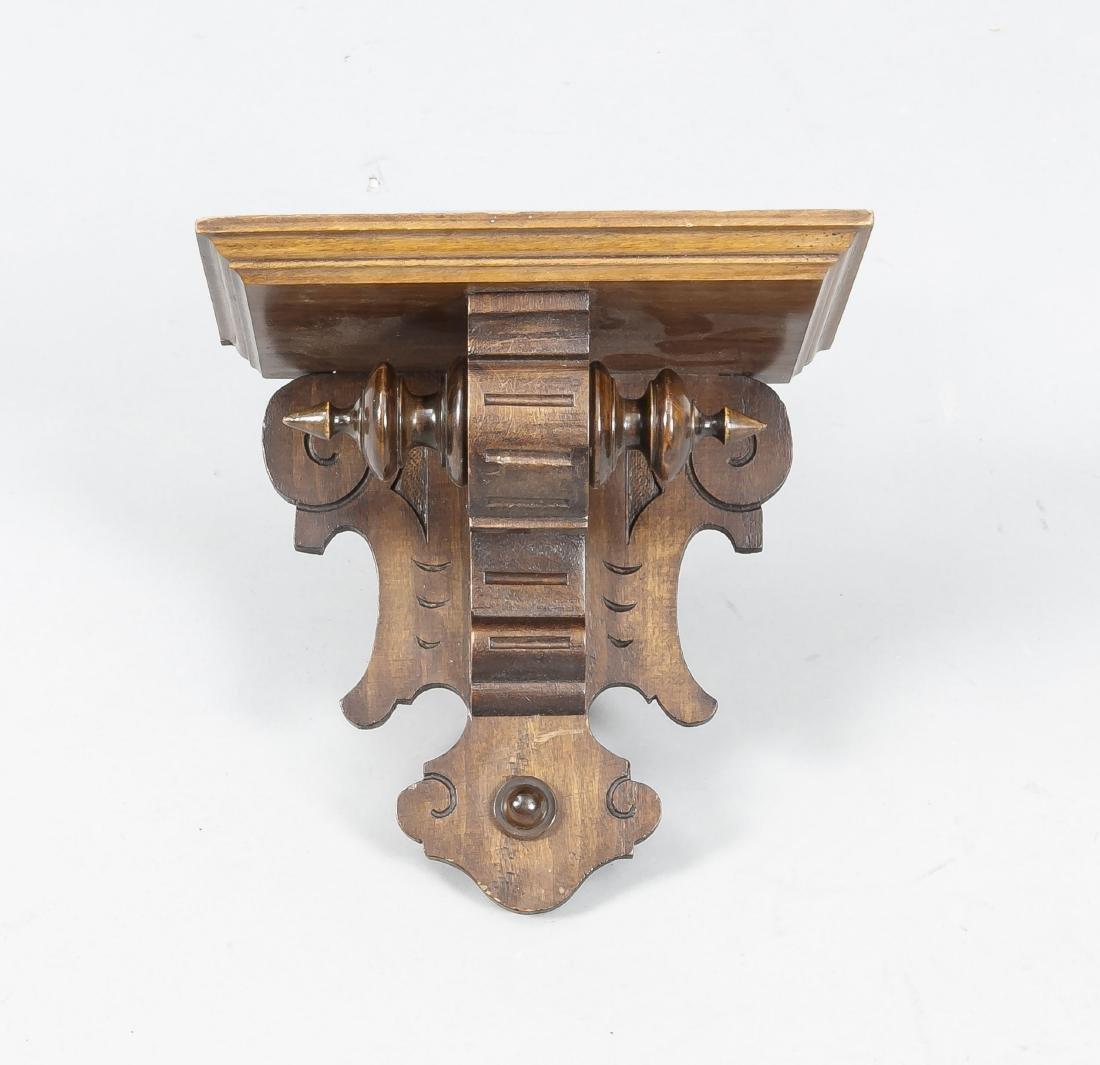Kleine Wandkonsole um 1880, Nußbaum, profilierte Platte