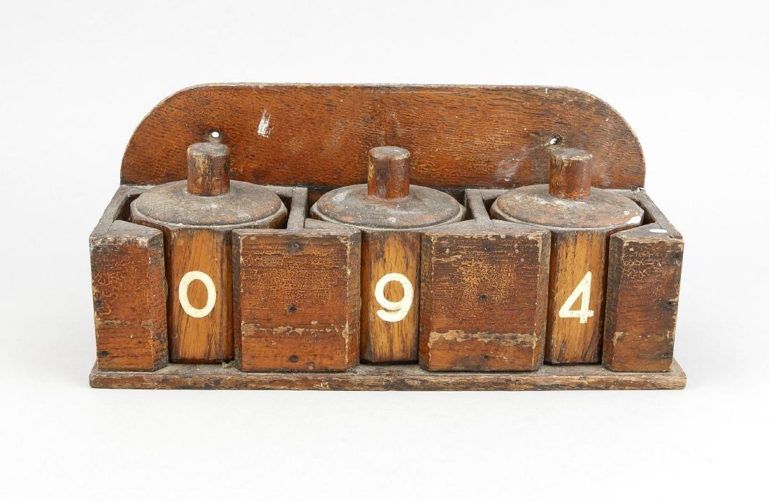 Nummernblock, Ende 19. Jh., Holz mit altem Lack, 3