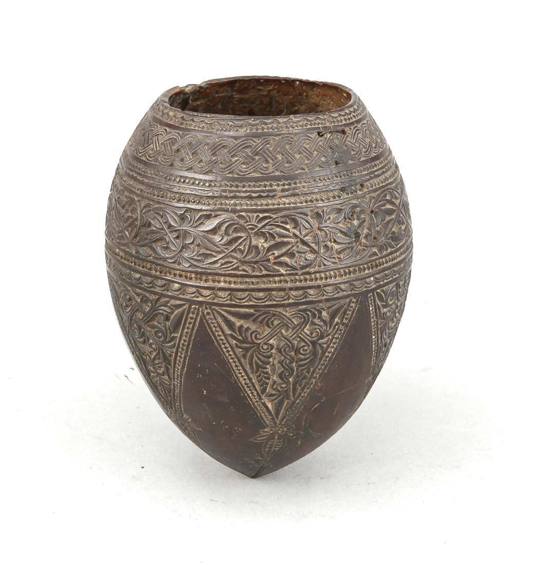 Kokosnußschnitzerei, Indien?, 19. Jh., Relief mit