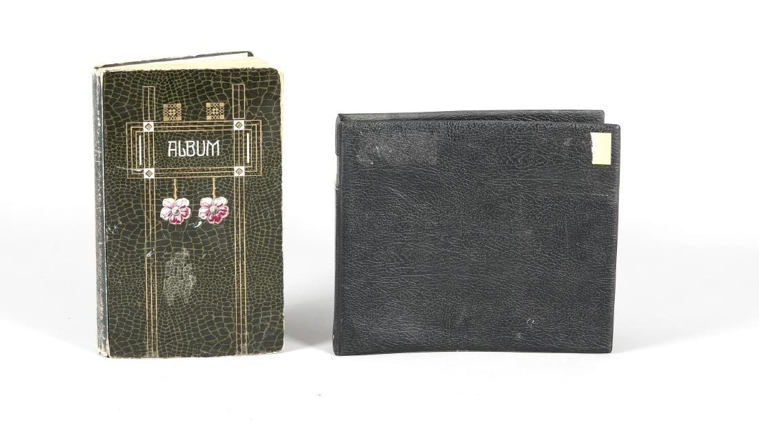 Zwei Alben mit Ansichtskarten 1. H. 20. Jh., ca. 500