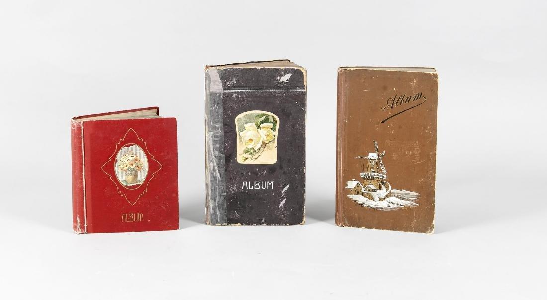 Drei Alben mit Gruß- und Ansichtskarten 1. H. 20. Jh.,