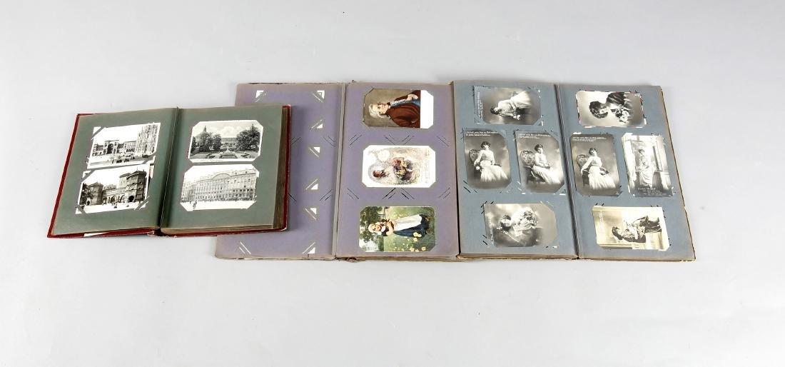 Drei Alben mit Gruß- und Ansichtskarten 1. H. 20. Jh., - 2