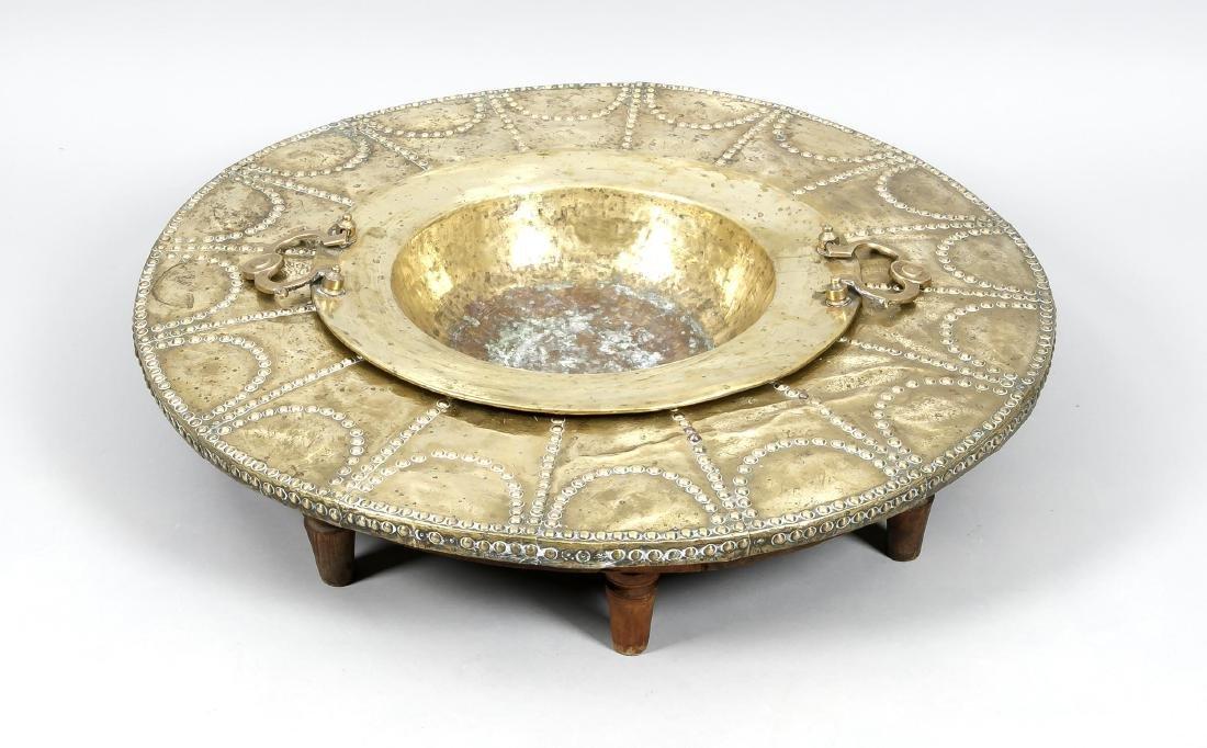 Tischchen mit Maronenpfanne, orientalisch, Ende 19.
