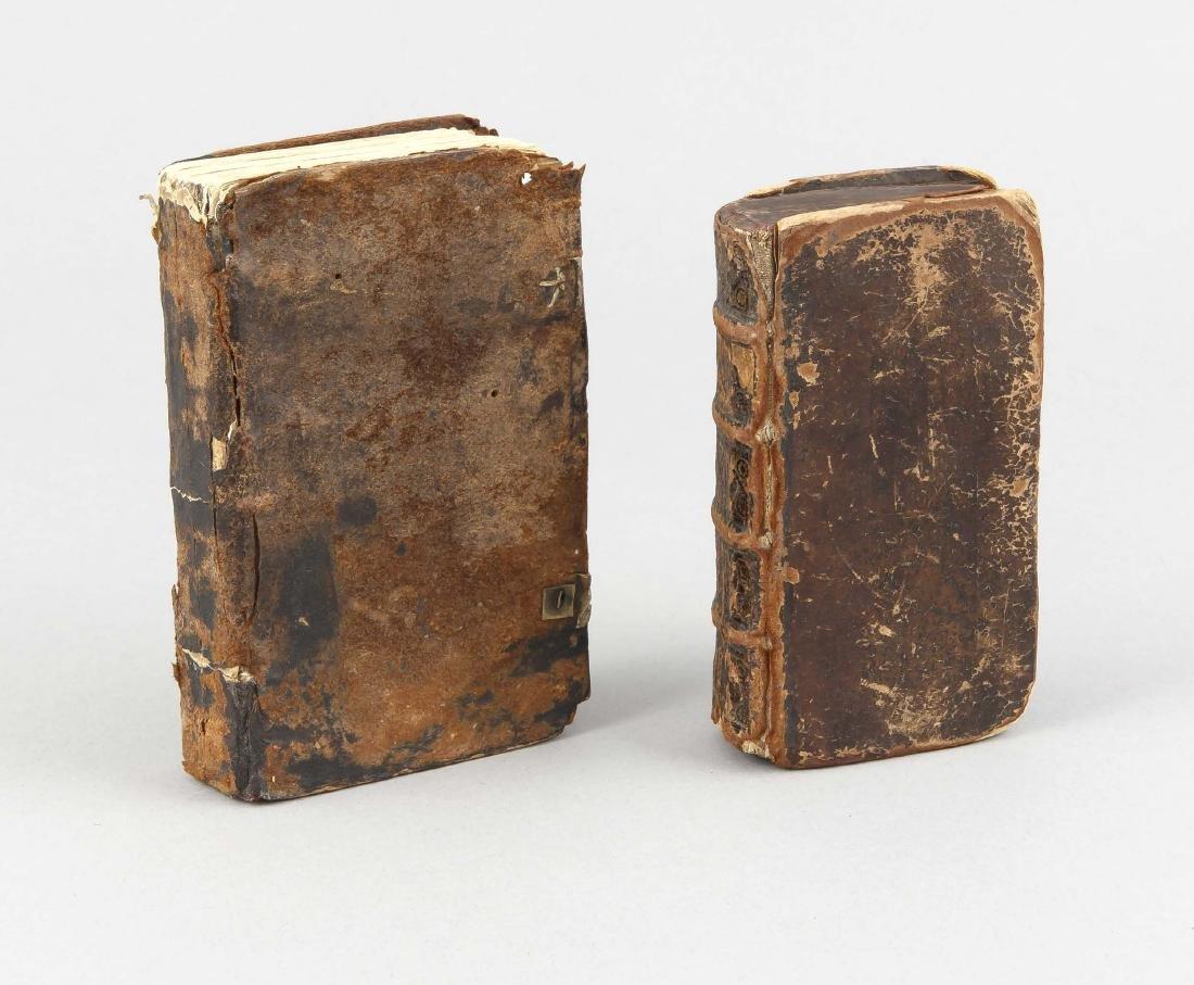 2 sakrale Bücher in Ledereinbänden, kleines Format,
