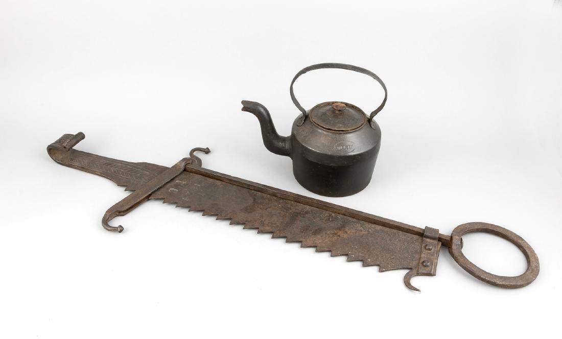 Schmiedeeiserne Säge mit Führung, dat. 1824, (L. 97 cm)