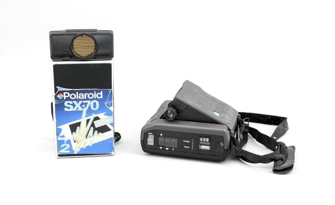 Zwei Polaroidkameras, Polaroid SX-70 Land Camera Sonar