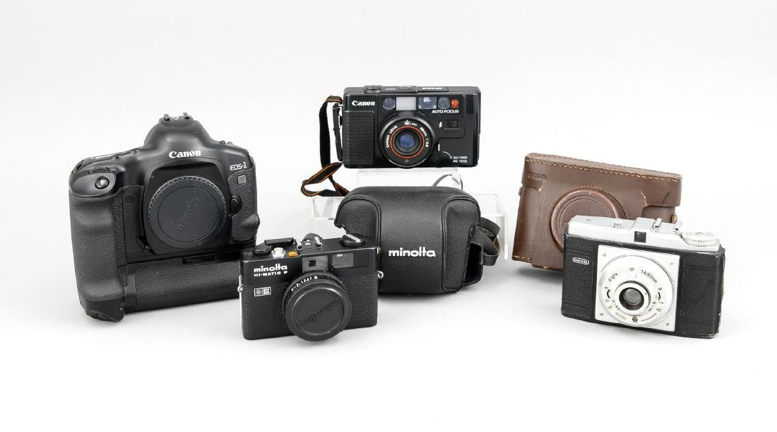 Vier verschiedene Kameras, Canon EOS-1 V Gehäuse, Canon