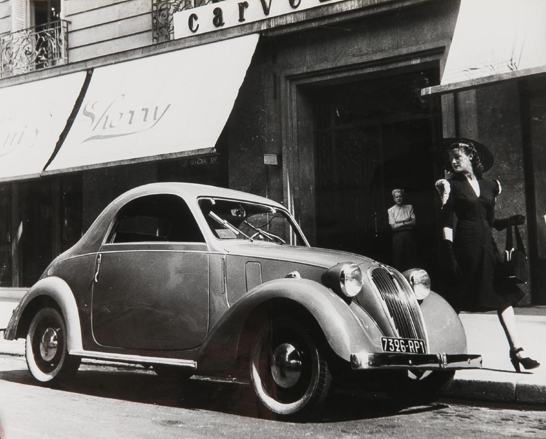 Oldtimer, compilation of 19 photographs of vintage cars