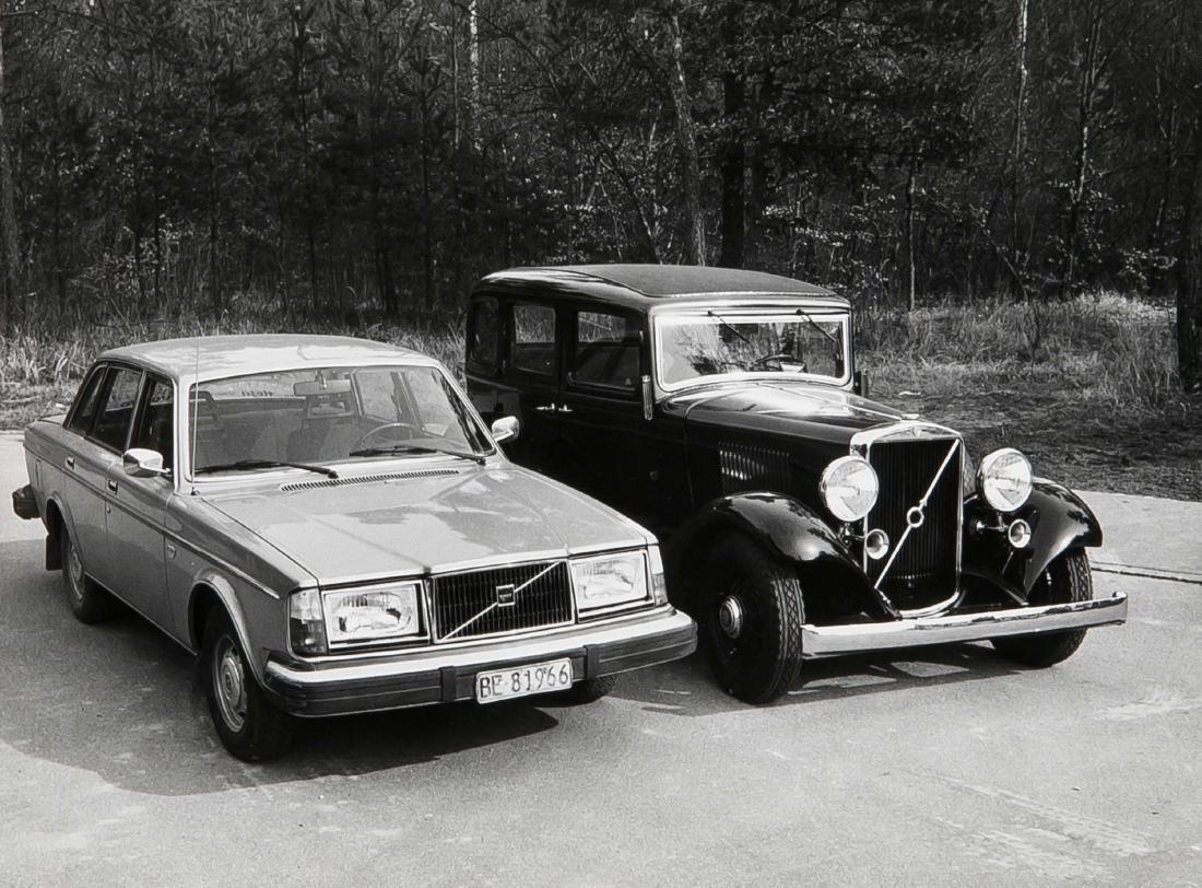 Oldtimer, compilation of 19 photographs of vintage cars - 2