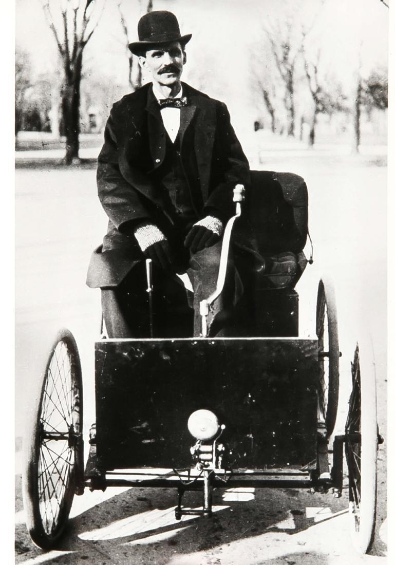 Oldtimer, compilation of 19 photographs of vintage cars - 4