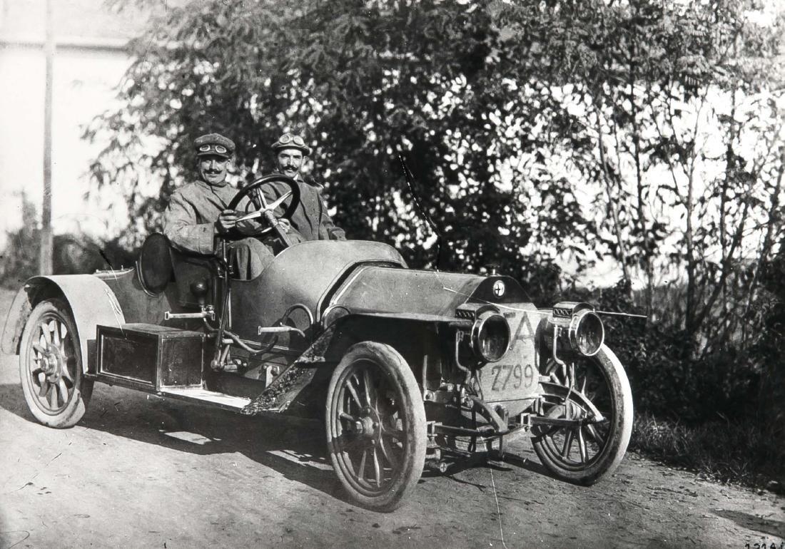 Oldtimer, compilation of 19 photographs of vintage cars - 5