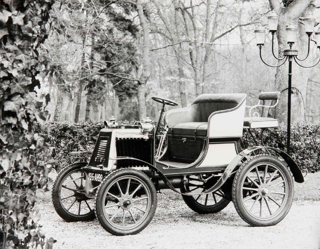 Oldtimer, compilation of 19 photographs of vintage cars - 7