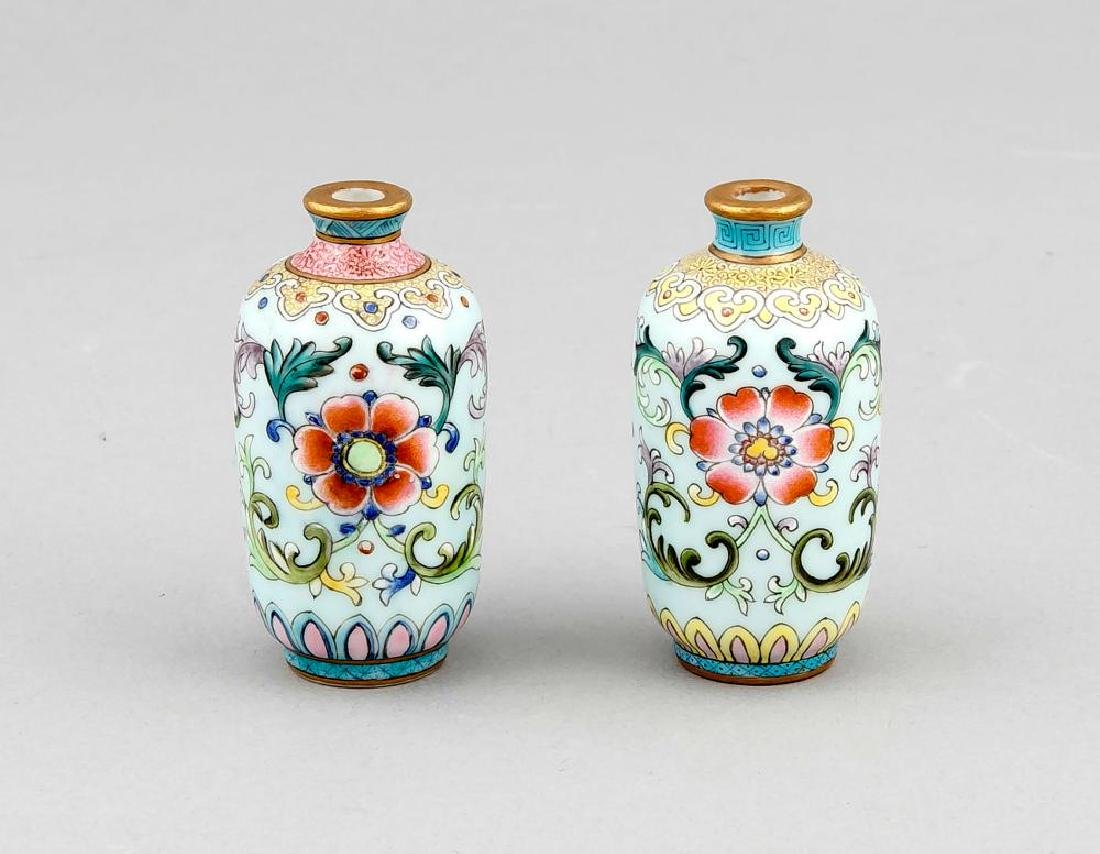 A pair of Chinese miniature vases, 19th/20th c., with