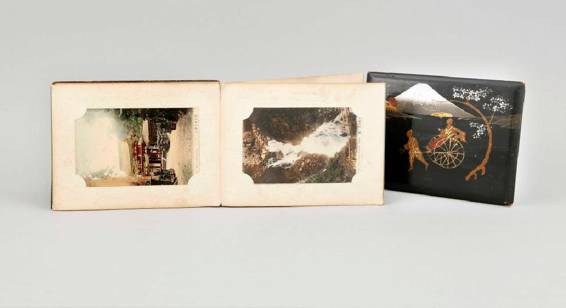 A Japanese fanfold photo album, 1st quarter 20th c., - 6