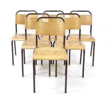 Satz von 10 Stapel-Stühle