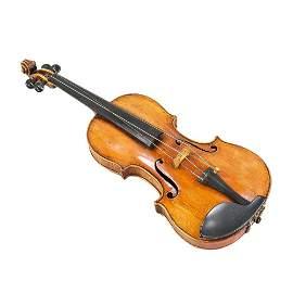 Geige, auf einem Etikett im Ko