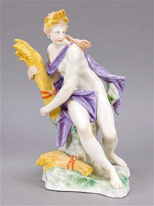 Large figure of Ceres, Nymphen