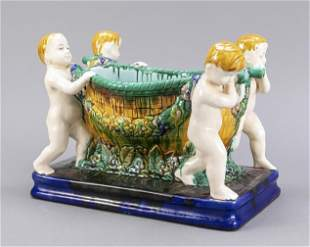 Figural centerpiece in the Art Nouve