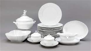 Large dinner service for 6 to 10 per