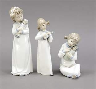 Three girl figures, Spain, girl kit