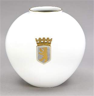 Vase in the shape of a heart, KPM Be
