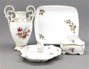 Four porcelain pieces with floral de