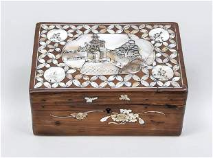 Lidded box with mother-of-pe