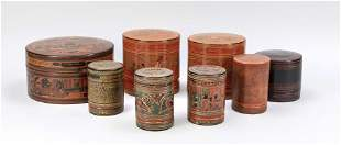 Mixed lot of 8 lacquer jars,