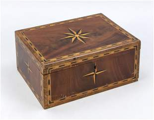 Lidded box, wood with star inl