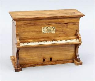 Music box in the form of a pia