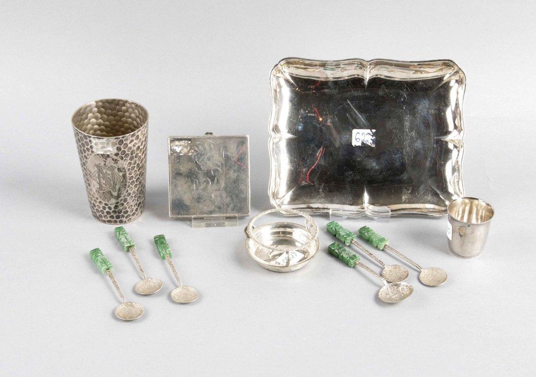 Silberkonvolut bestehend aus Tablett, 6 Löffelchen,