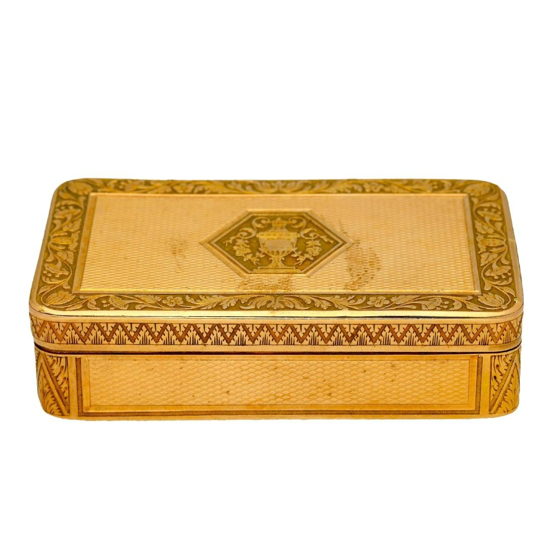 French snuff box in chiselled gold, early 19th Century