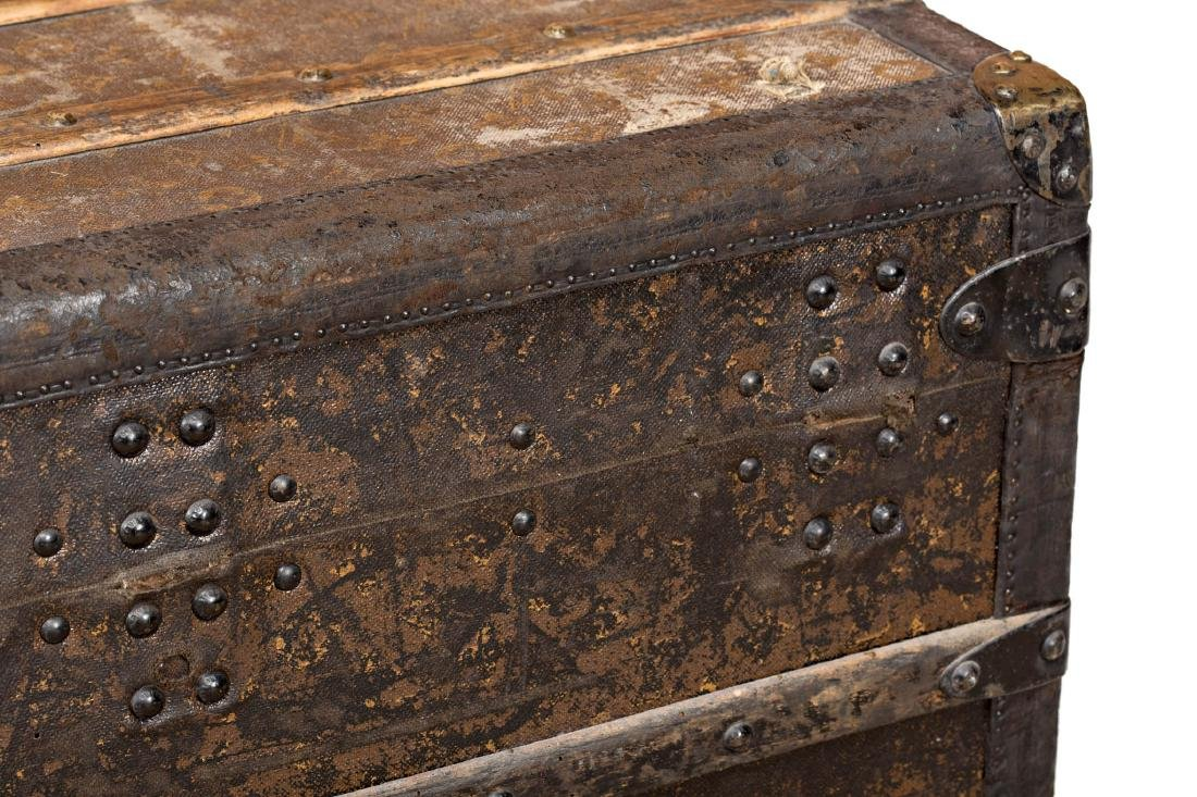 Louis Vuitton trunk in leather and wood with brass - 9