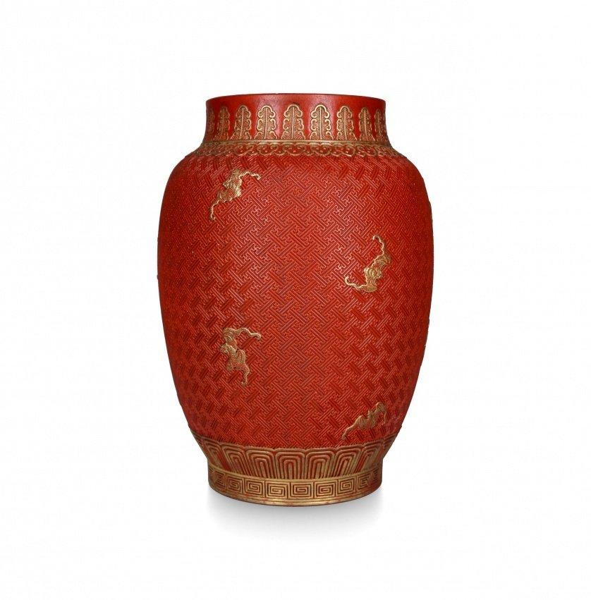 Chinese vase in engraved porcelain simulating