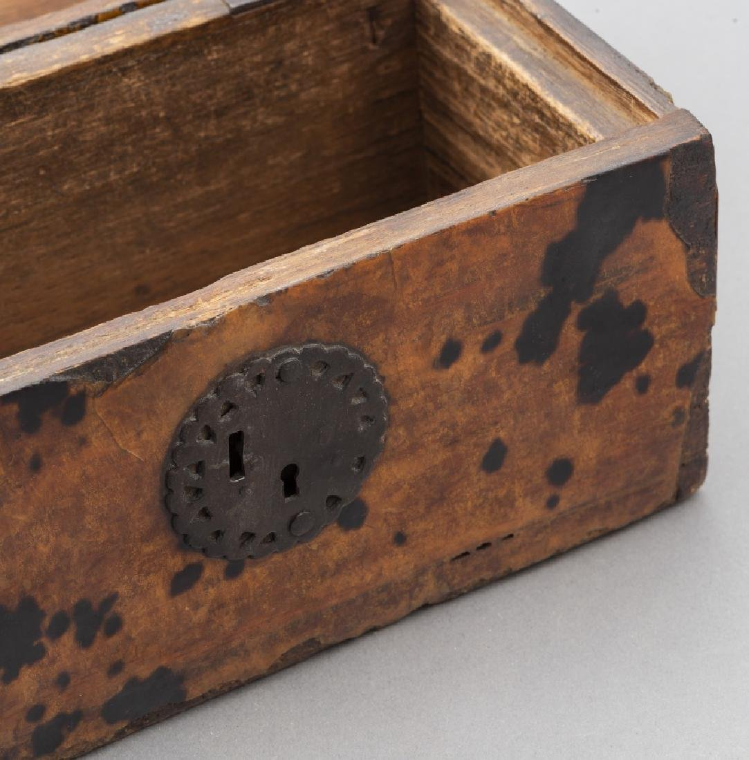 Mexican chest in wood and tortoiseshell, late 17th - 4