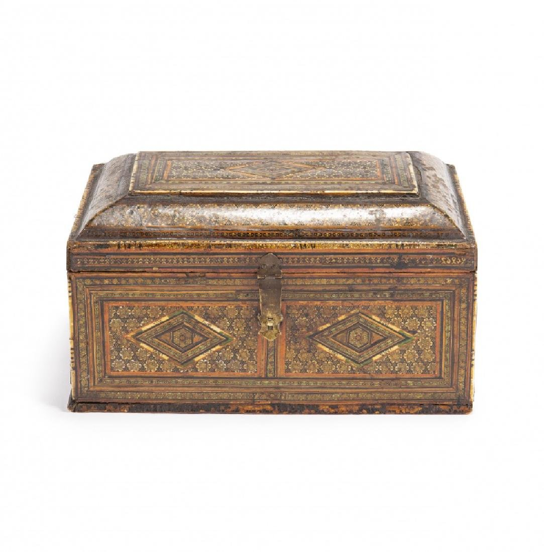 Granada chest in wood with decoration in partially