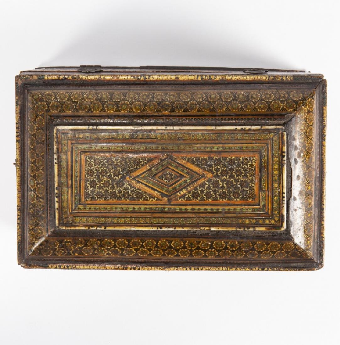 Granada chest in wood with decoration in partially - 4