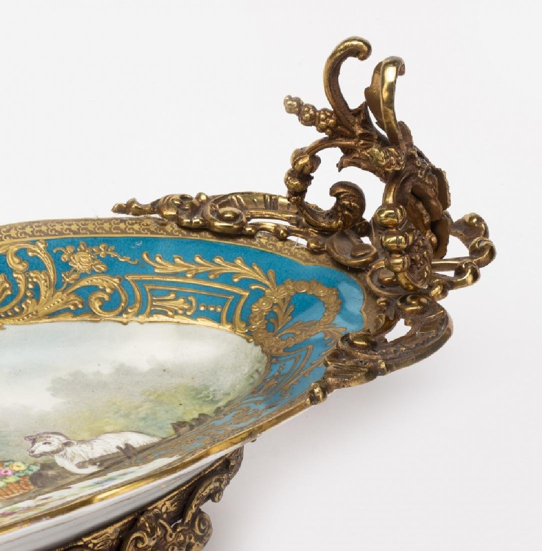 French Louis XV-style centrepiece in Limoges porcelain, - 3