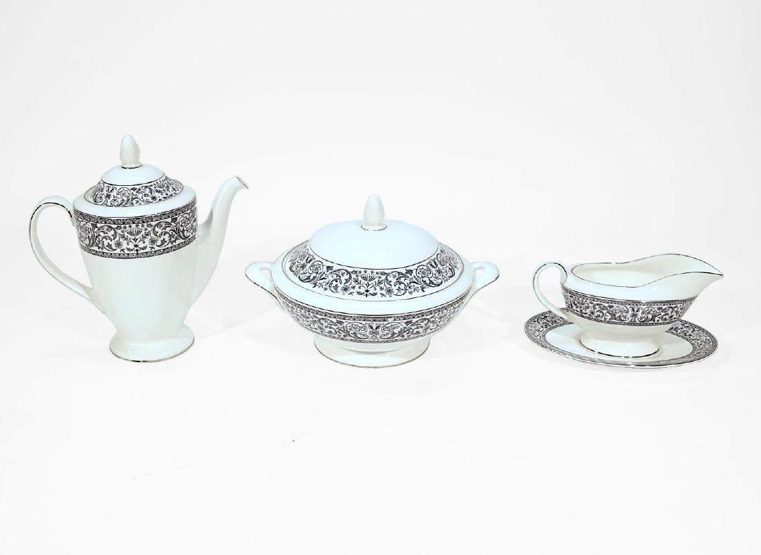 Set of Minton Porcelain Dinner Service (93 pieces) - 2