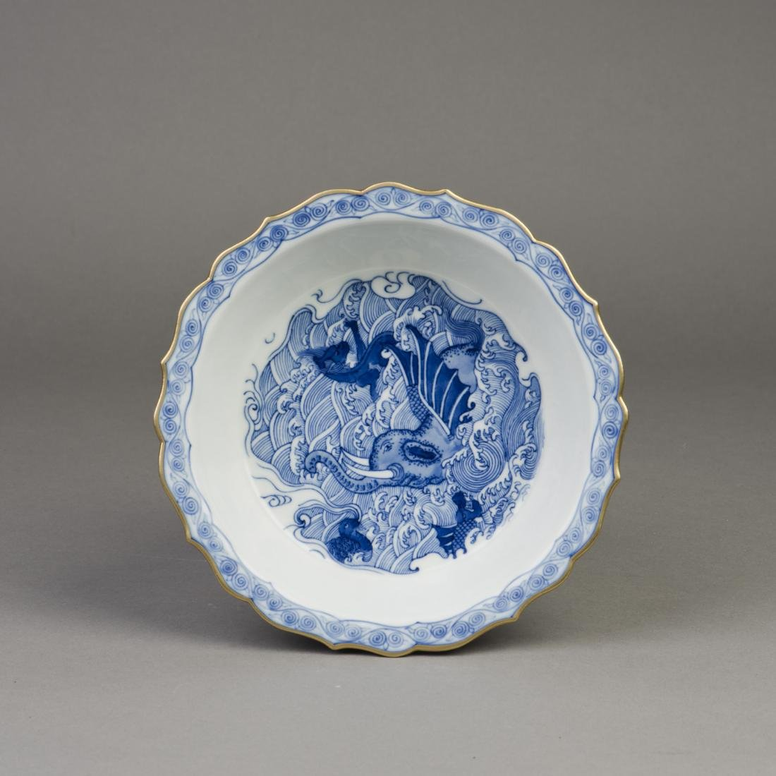 A CHINESE BLUE AND WHITE PORCELAIN NARCISSUS POT