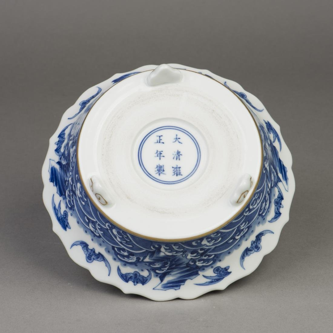 A CHINESE BLUE AND WHITE PORCELAIN NARCISSUS POT - 2