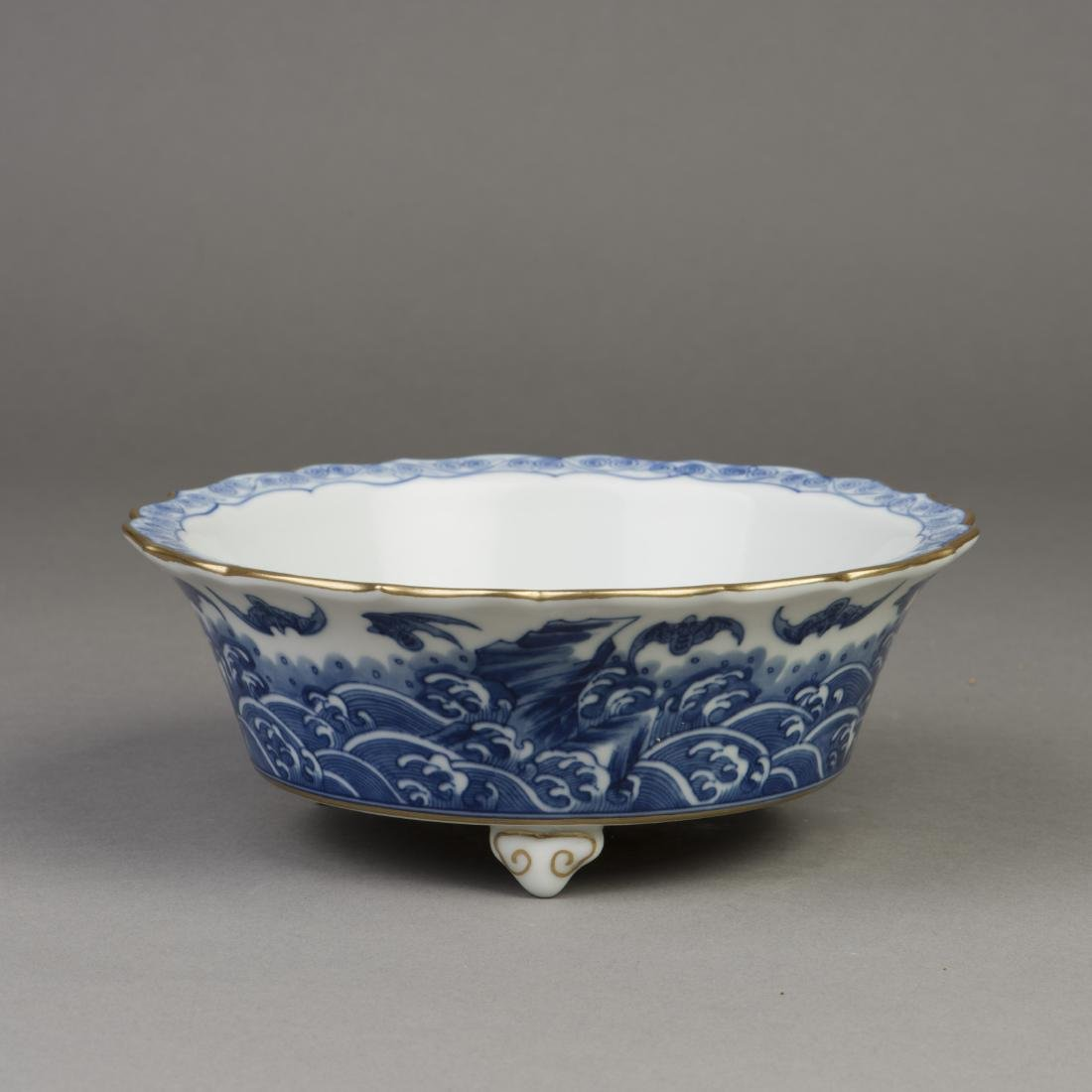 A CHINESE BLUE AND WHITE PORCELAIN NARCISSUS POT - 3